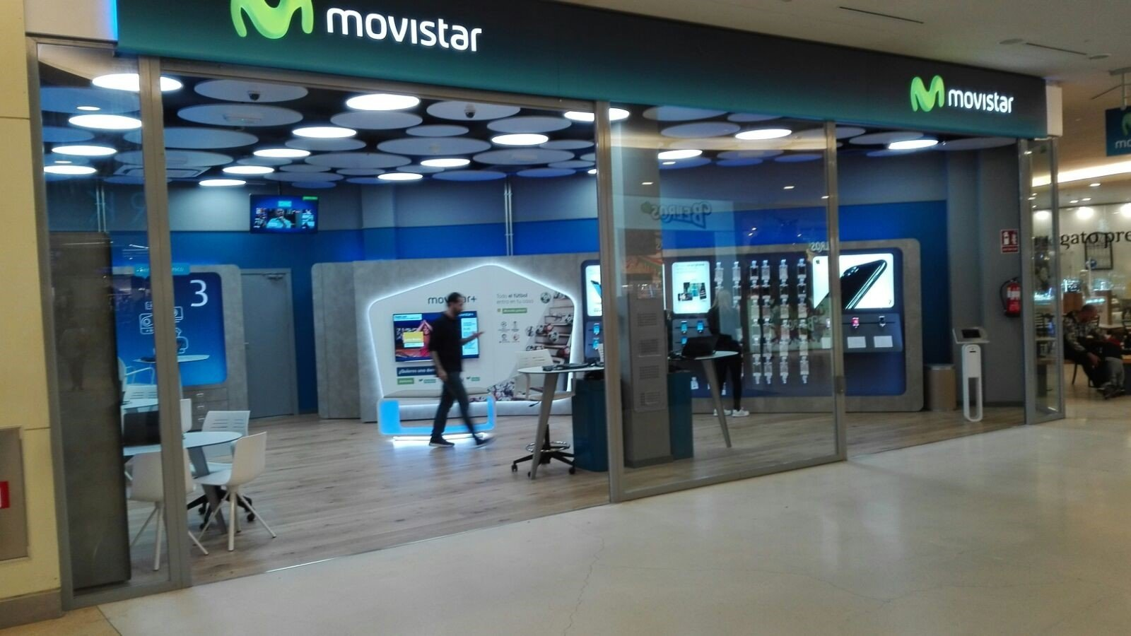 Reformas integrales de tiendas movistar en madrid y valencia for Oficinas movistar